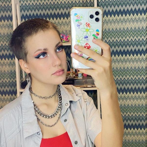 Did Karina Kurzawa cut her hair because of cancer?